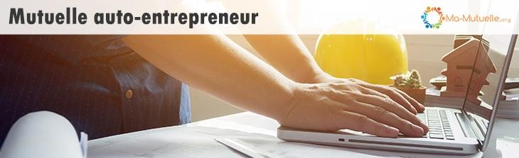 auto-entrepreneur travaillant sur son laptop